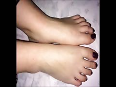 Rena moves her sexy (size 38) feet
