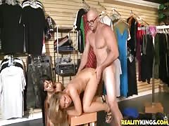 Nerdy bodybuilder is fucking with slender beauties!