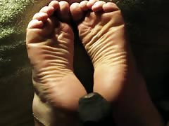 Wide Soles!  Lin's Wrinkles take a Load.
