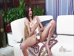 Beautiful pussy gets Hitachi vibrator action